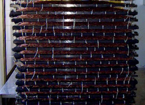 セイロに均一に拡げ、重ねて乾燥室に入れる